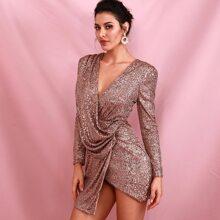 Kleid mit tiefem Kragen, asymmetrischem Saum und Pailletten