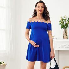 Umstandsmode einfarbiges Kleid mit Bogenkante