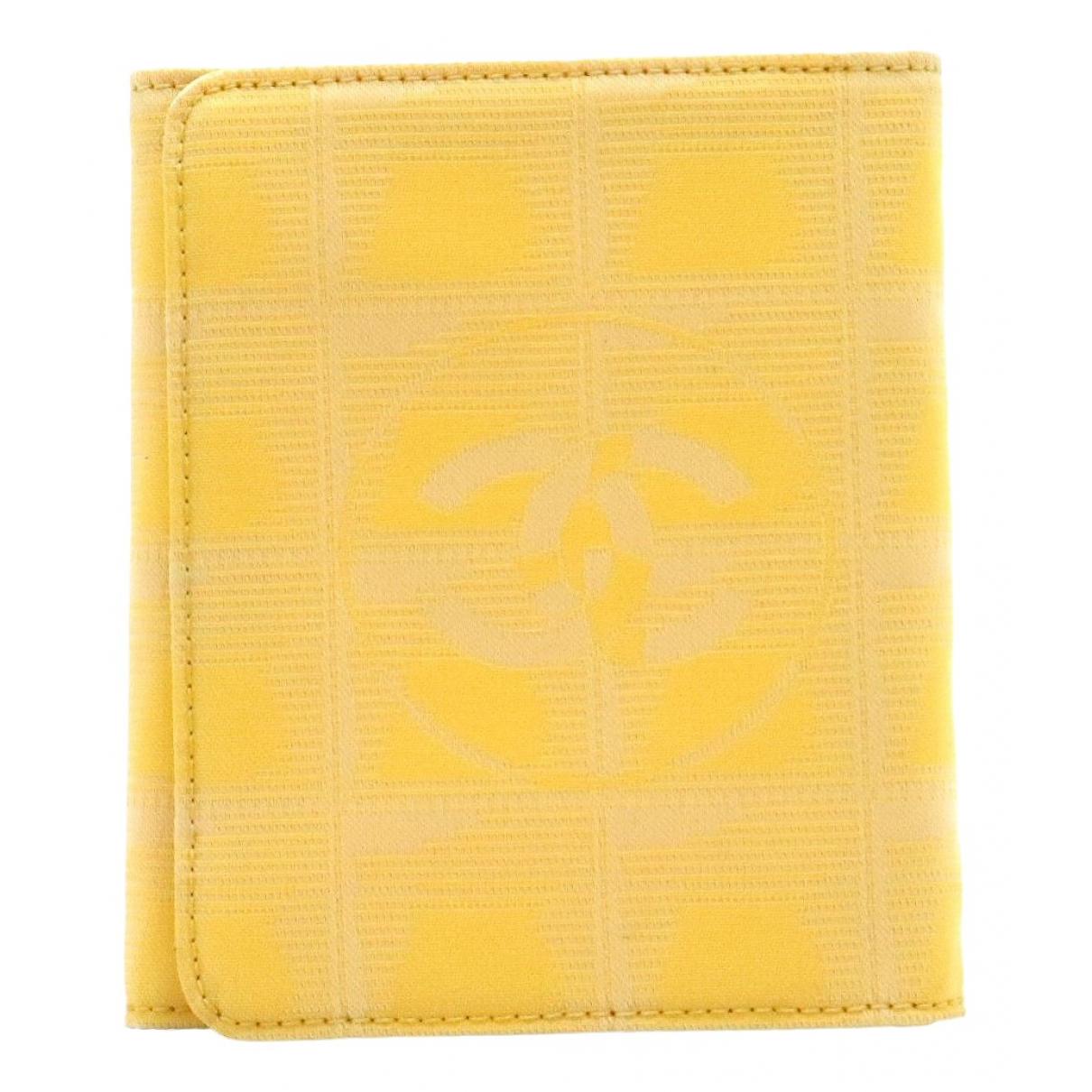 Chanel \N Portemonnaie in  Gelb Leinen