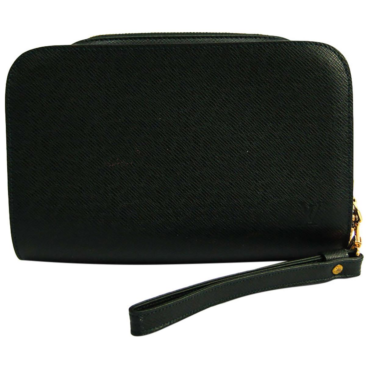 Louis Vuitton \N Clutch in  Gruen Leder