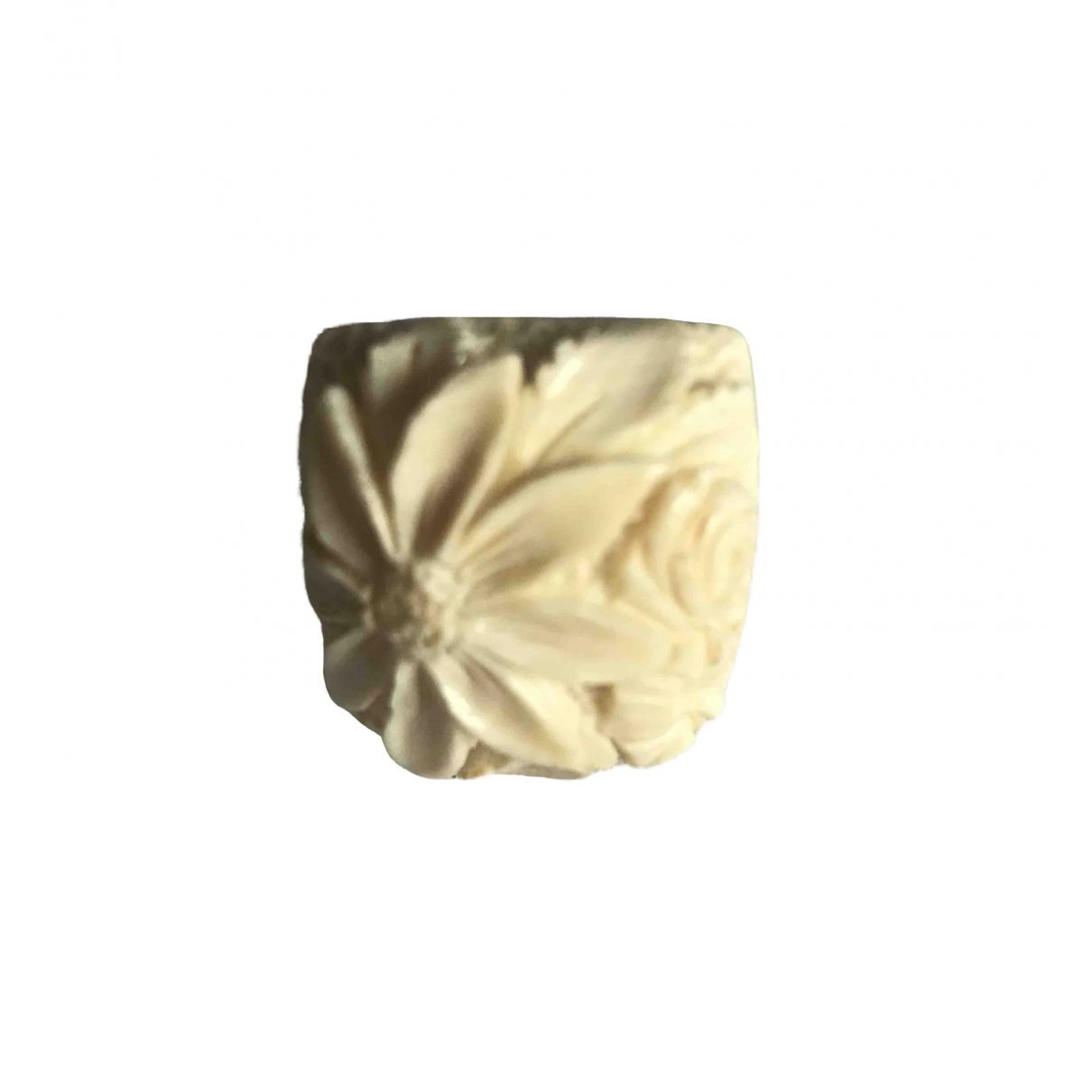 - Bague Motifs Floraux pour femme en corne - ecru