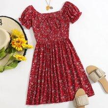A-Linie Kleid mit Bluemchen Muster, Puffaermeln und Ruesche