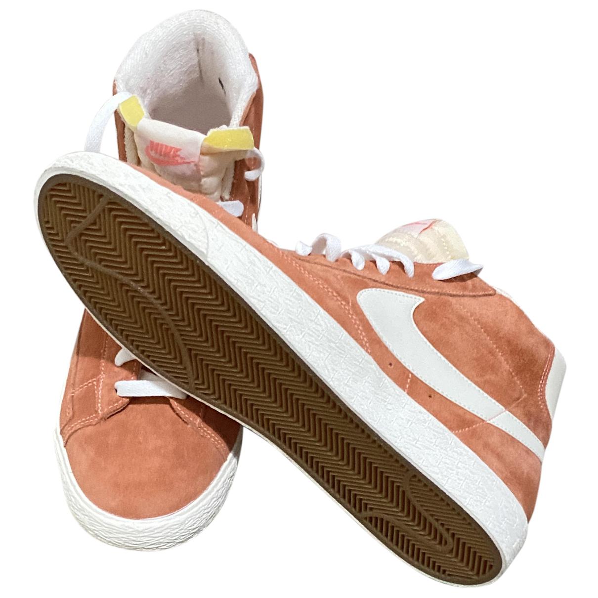 Nike Blazer Sneakers in  Orange Veloursleder