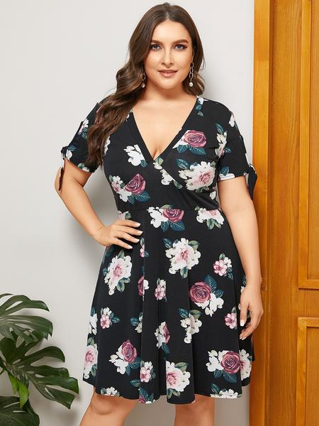 YOINS Plus Size Black Floral Print V-neck Knotted Dress