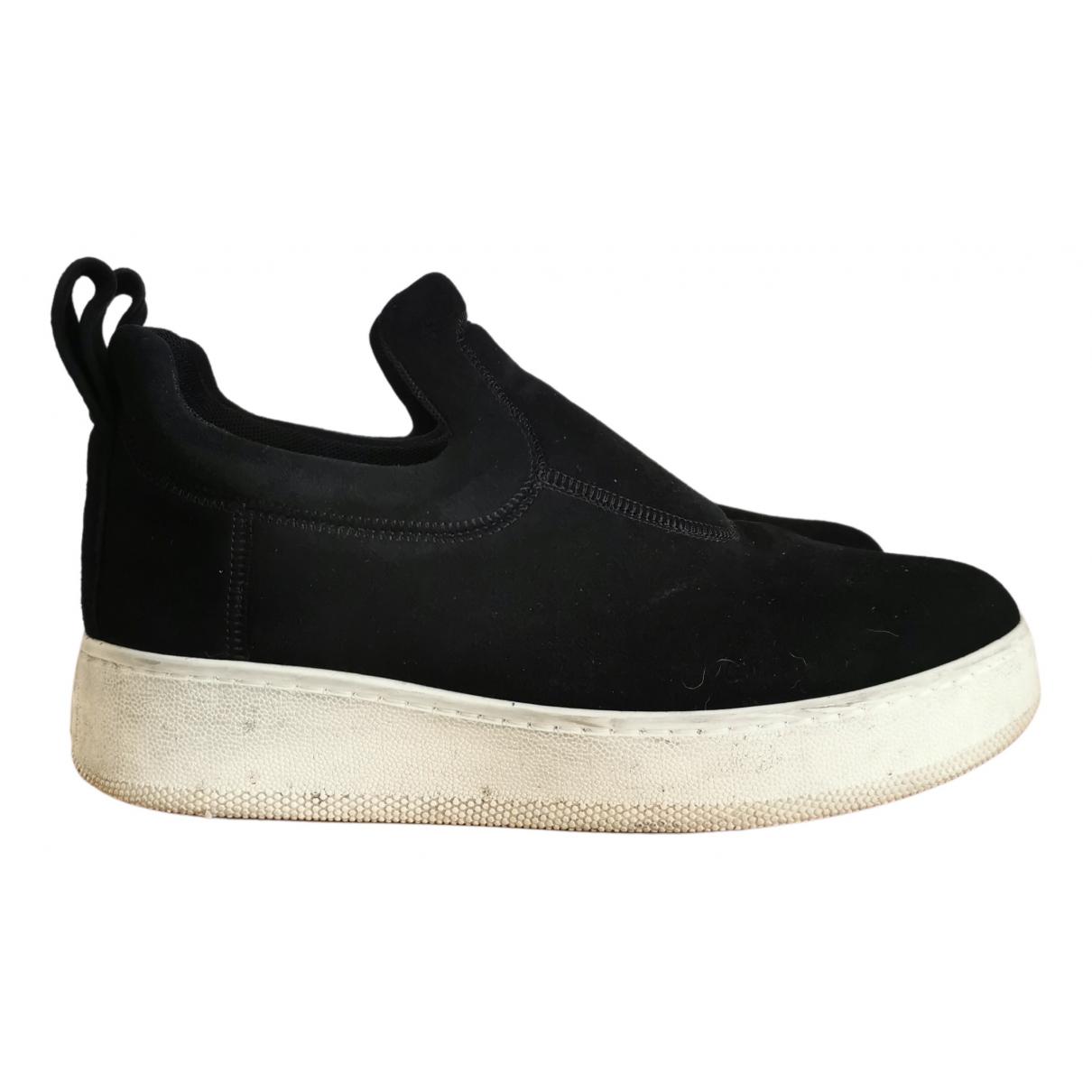 Celine Pull On  Sneakers in  Schwarz Veloursleder