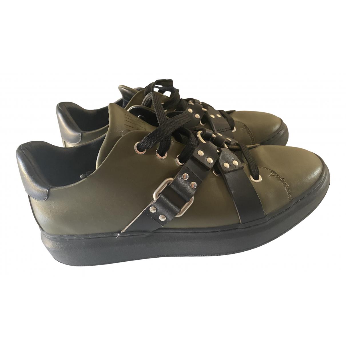 Moschino \N Sneakers in  Gruen Leder