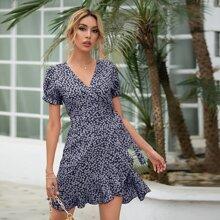 Kleid mit Bluemchen Muster, Selbstband und Wickel Design