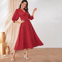 Kleid mit Punkten Muster, breitem Taillenband und Knopfen Detail