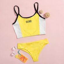 Gerippter Bikini Badeanzug mit Buchstabem Grafik
