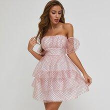 Mehrschichtiges Kleid mit Ruesche, Puffaermeln, Punkten Muster und Netzstoff
