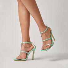 Sandalen mit Kette Dekor und Knochelriemen
