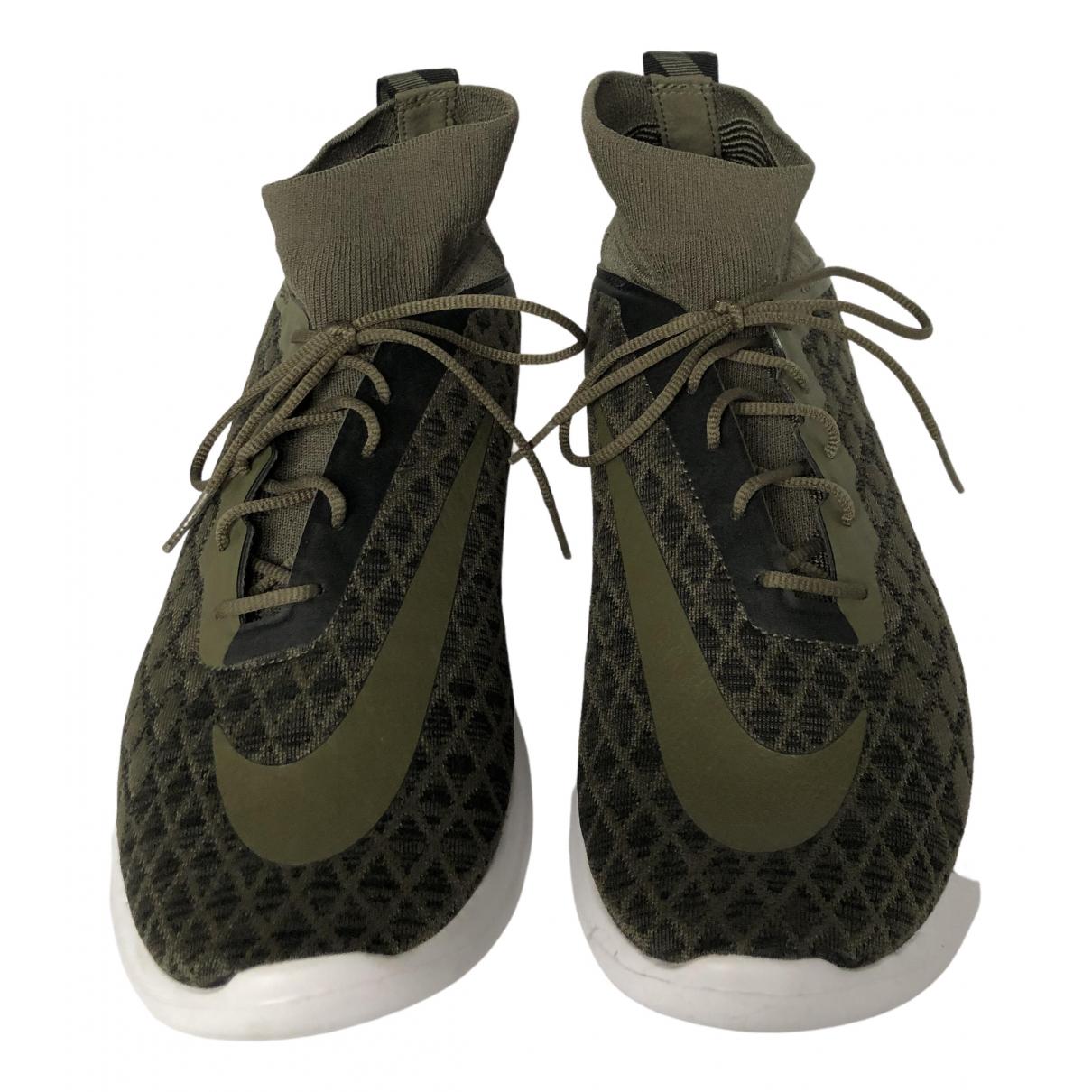 Nike Free Run Sneakers in  Gruen Polyester
