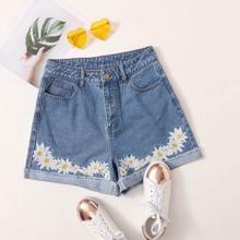 Shorts denim de doblez con bordado de flor