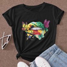 Camiseta con estampado de labio y mariposa