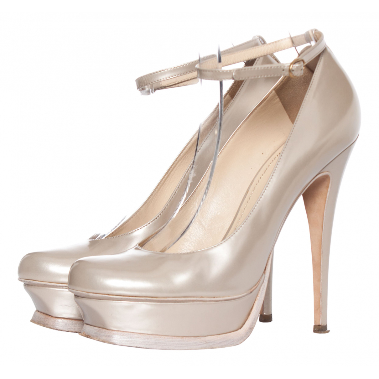 Yves Saint Laurent Trib Too Pumps in  Silber Lackleder