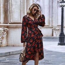 Kleid mit Blumen Muster, Rueschen und Wickel Design