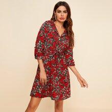 Shirt Kleid mit ueberallen Blumen Muster