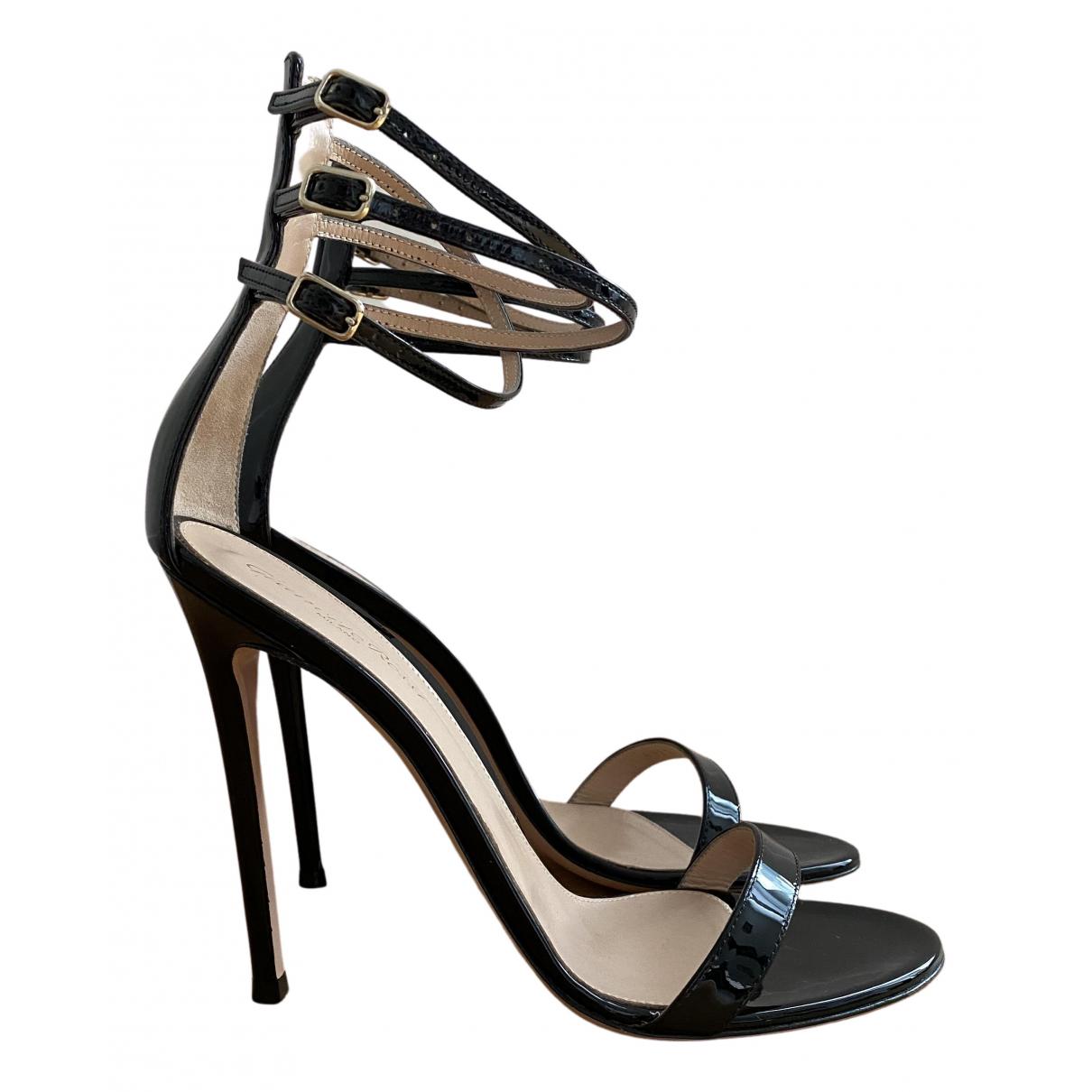 Gianvito Rossi - Sandales   pour femme en cuir verni - noir