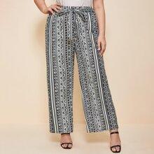 Hose mit geometrischem Muster und Band vorn