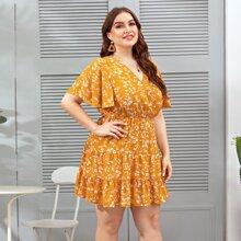 Kleid mit Blumen Muster und Rueschenbesatz