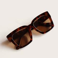 Tortoiseshell Frame Flat Lens Sunglasses