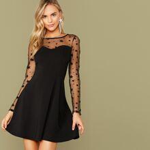 Kleid mit Schluesselloch hinten, Stern Muster und Netzstoff