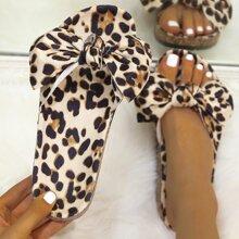 Chanclas de leopardo con lazo