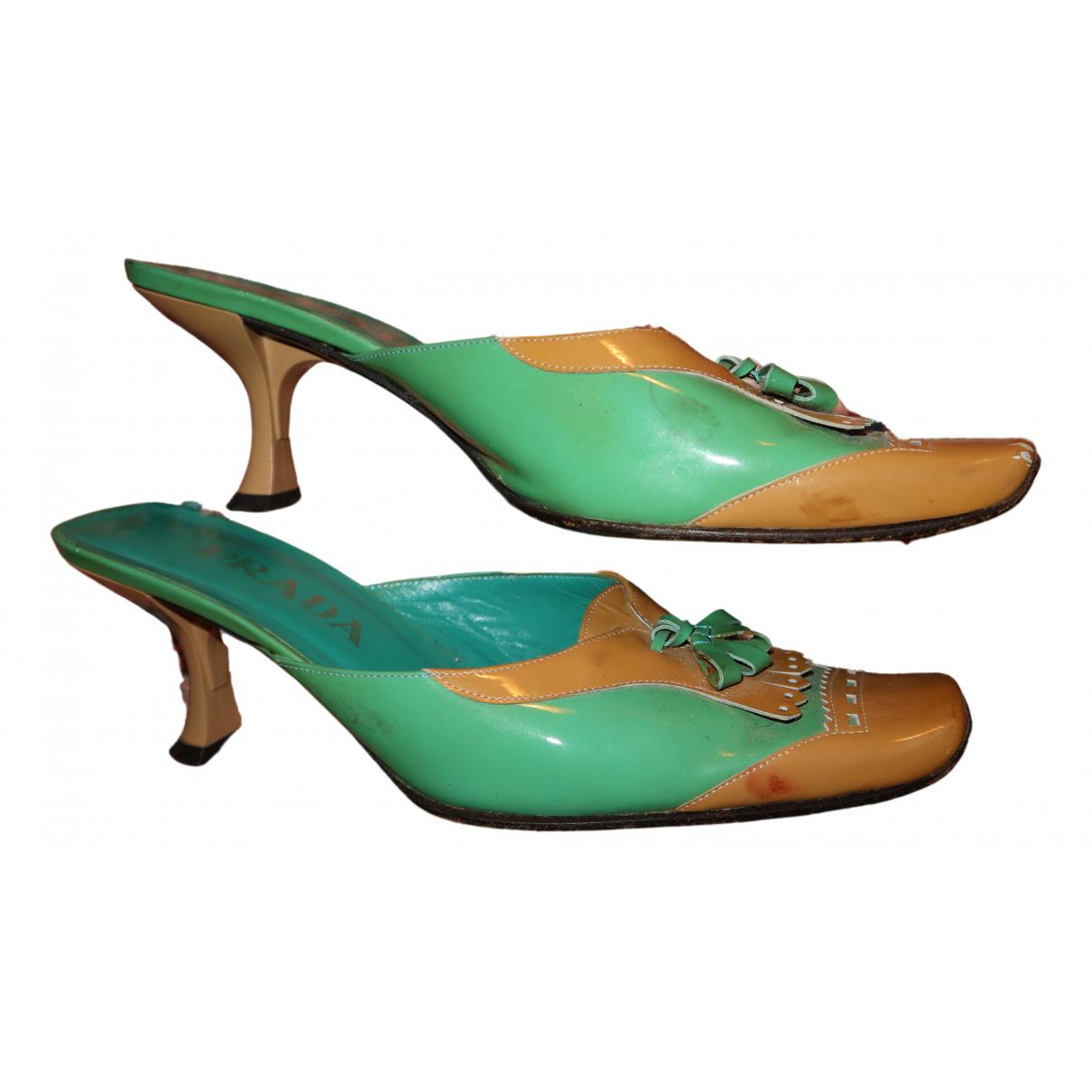 Prada - Sandales   pour femme en cuir verni - vert