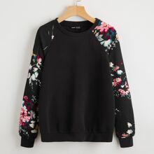 Pullover floral de manga raglan