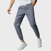 Jogginghose mit Kordelzug um die Taille und Taschen Detail