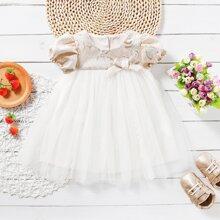 Vestido de niñitas bajo con malla en contraste con lazo delantero