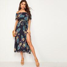 Schulterfreies Kleid mit tropischem Muster, Quasten, Schlitz und Guertel