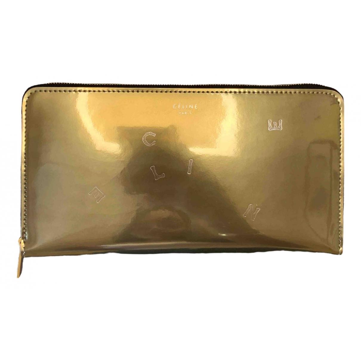 Celine \N Portemonnaie in  Gold Lackleder