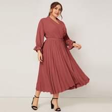 Grosse Grossen - Kleid mit Schalkragen, Schnalle, Guertel und Falten