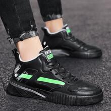 Zapatillas deportivas perforadas de hombres con cordon delantero