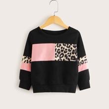 Kleinkind Maedchen Sweatshirt mit Kontrast Einsatz und Leopard Muster