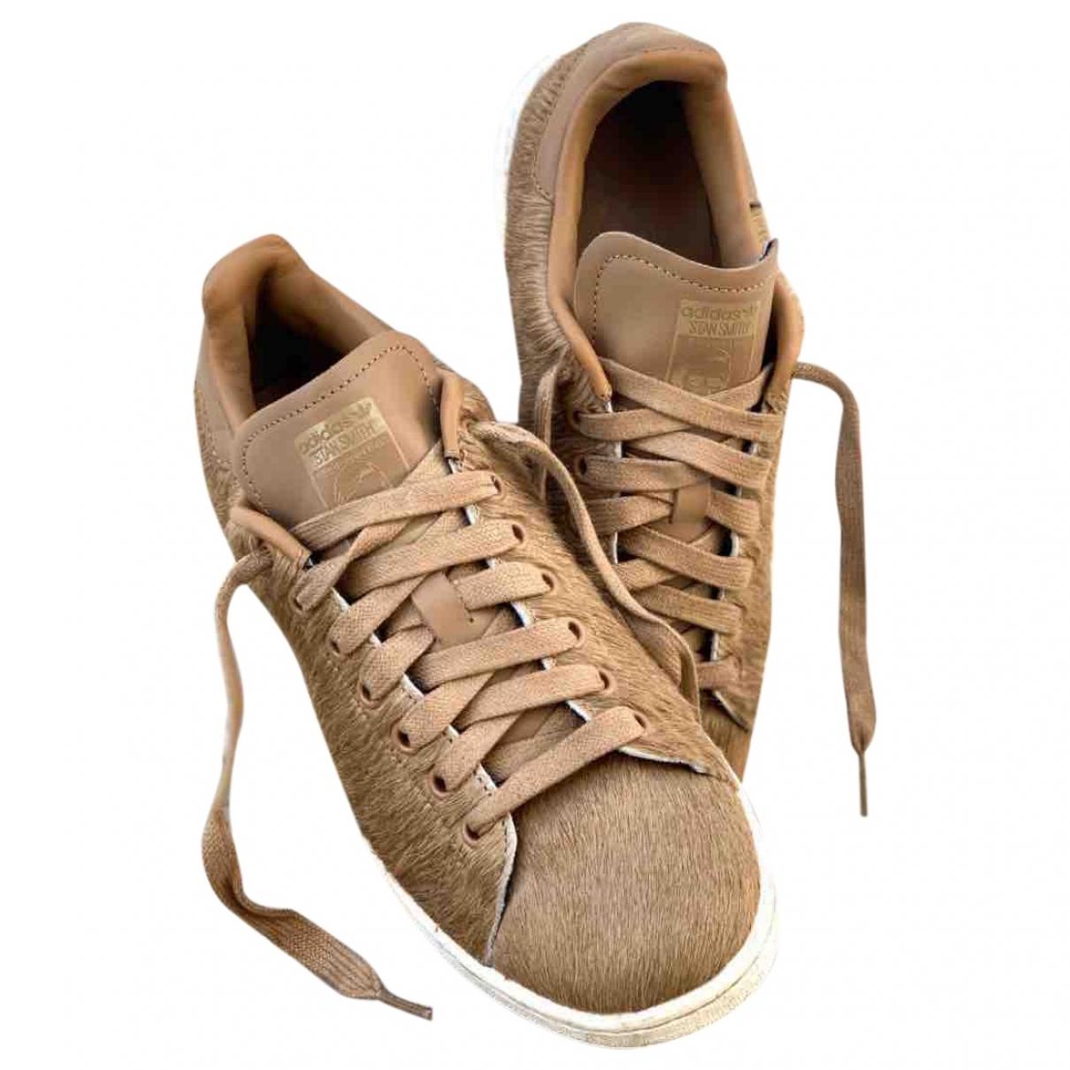 Adidas Stan Smith Sneakers in  Braun Synthetikpelz
