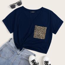 Top con bolsillo delantero de leopardo