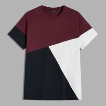 Maenner T-Shirt mit Farbblock