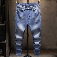 Jeans mit Buchstaben Flicken und Waschung