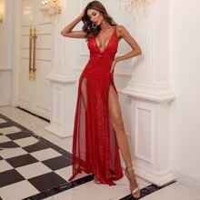 Kleid mit tiefem Kragen, Twist vorn, M-Schlitz und Pailletten