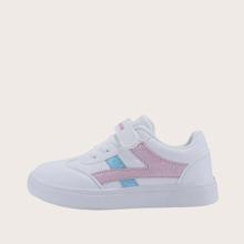 Maedchen Sneakers mit Buchstaben Grafik