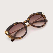 Tortoiseshell Frame Cat Eye Sunglasses