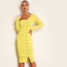 Kleid mit asymmetrischem Kragen und Knopfen vorn