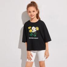 T-Shirt mit Bluemchen und Buchstaben Muster und sehr tief angesetzter Schulterpartie