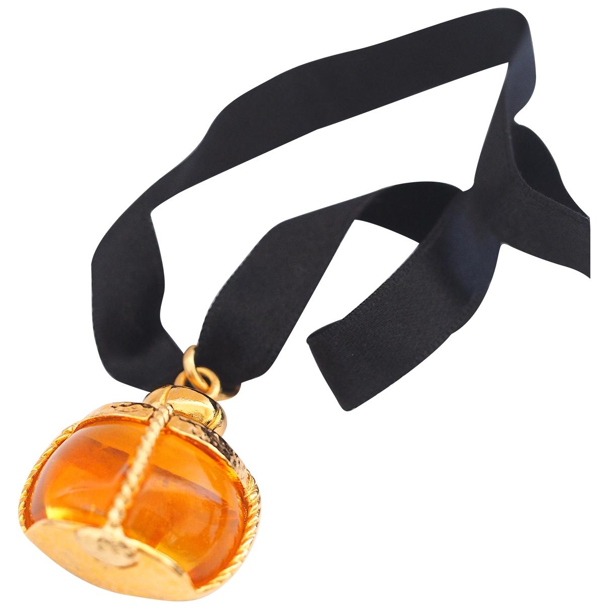 Yves Saint Laurent \N Gold pendant for Women \N