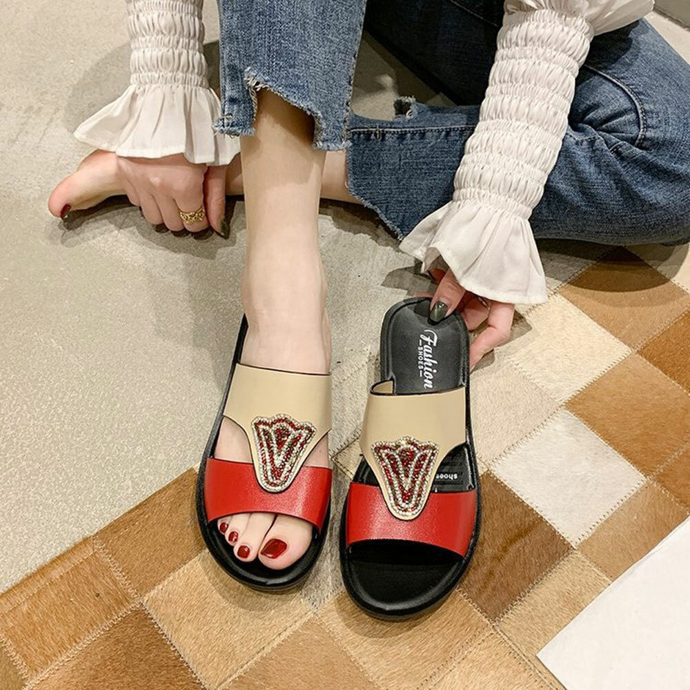 Women Two Tone Hollow Slip Resistant Soft Sole Beach Casual Slippers