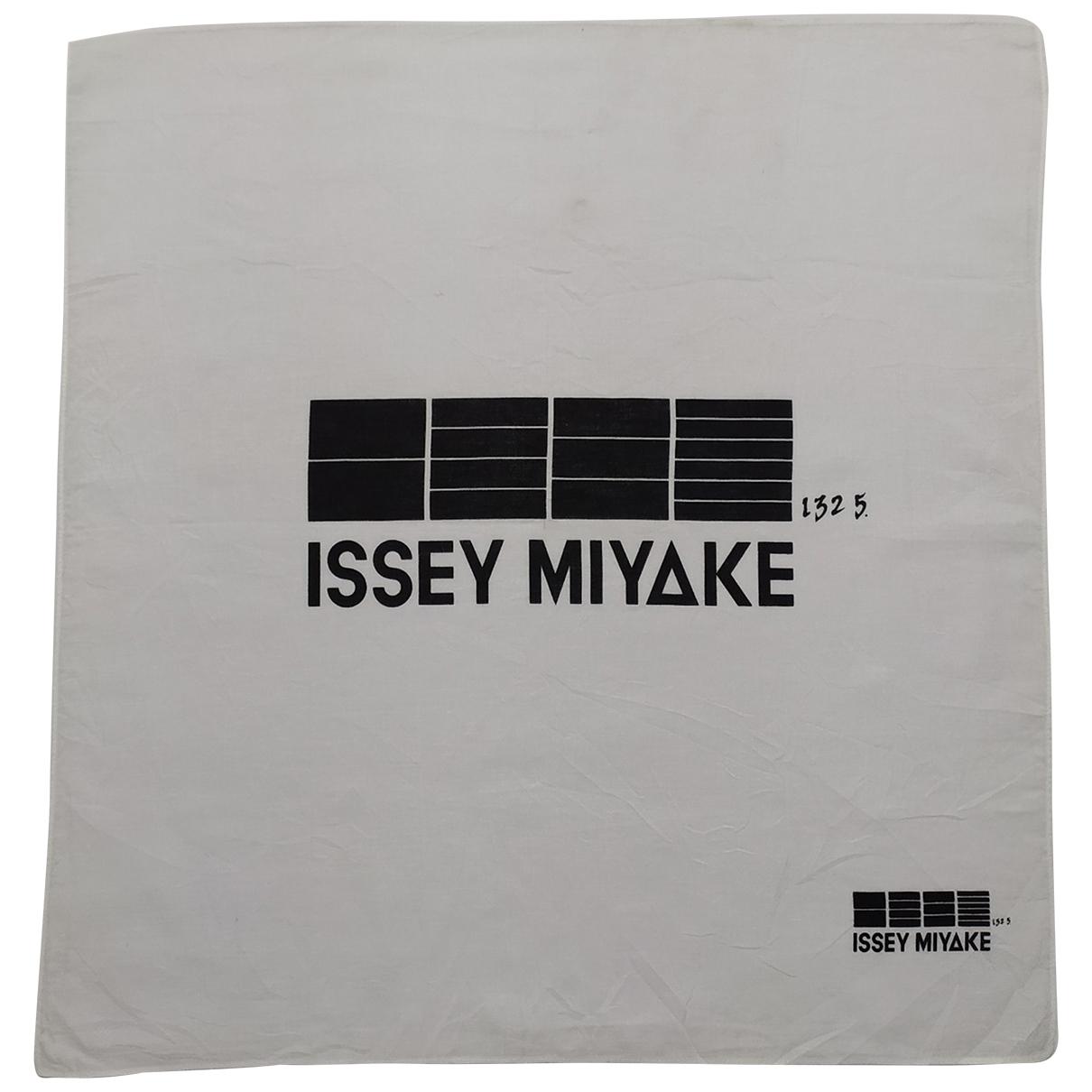 Issey Miyake \N Tuecher in  Weiss Baumwolle
