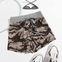 Track Shorts mit Kordelzug um die Taille und Camo Muster