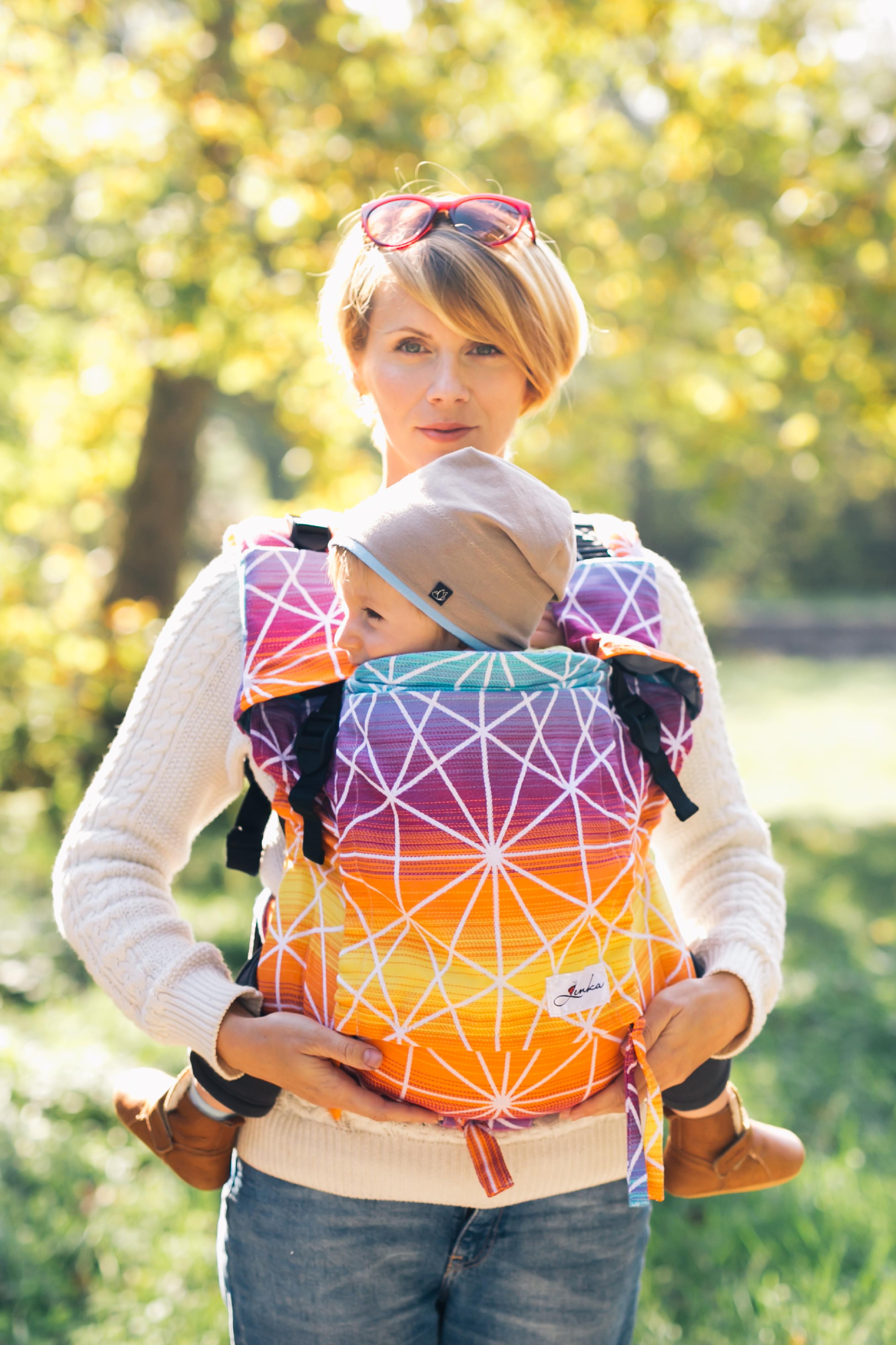 Babytrage Be Lenka 4ever - Spinnennetz - Sonnenaufgang breit mit der Moglichkeit der Uberquerung